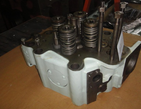 YANMAR M220 overhauled cylinderheads, with exhaust & suction valves, springs, rotators,